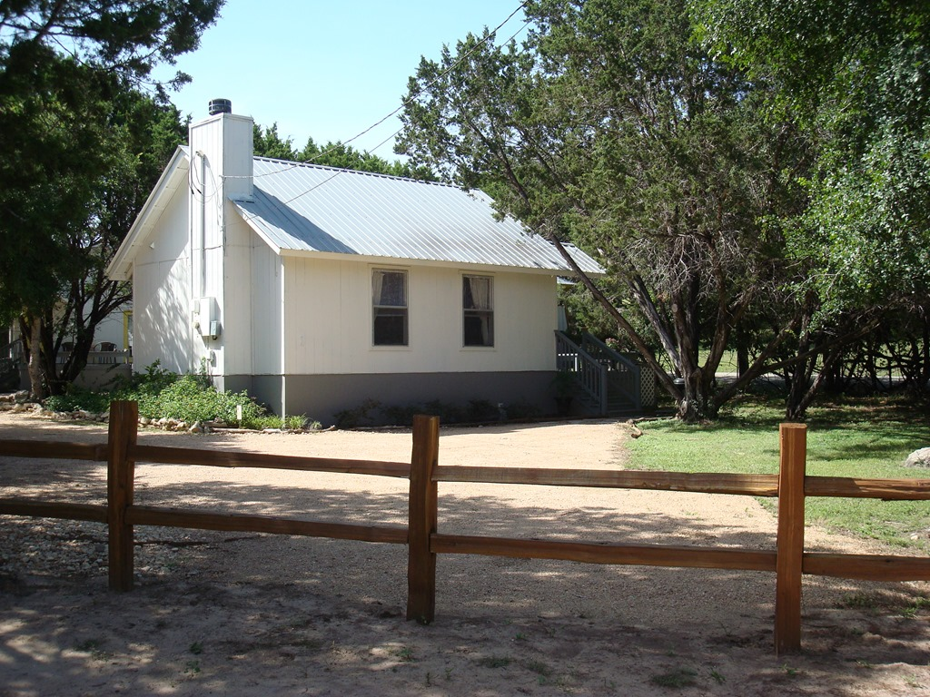 cabins drobek for friendly hill pet country info hot with texas wimberley rent cottages tubs