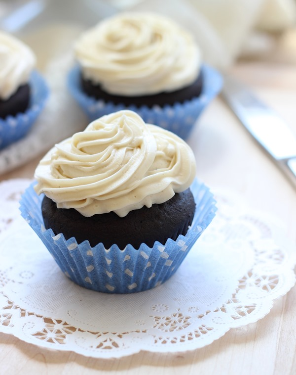 Dark Chocolate Quinoa Cupcakes with Vanilla Bean Icing - Making Thyme ...