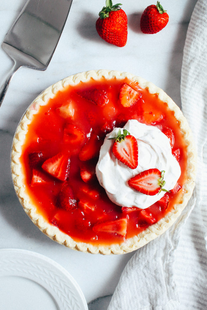 Easy Strawberry Pie- made with just 6 ingredients, this strawberry pie is the perfect light and refreshing treat for summertime! (vegan with gluten-free option)