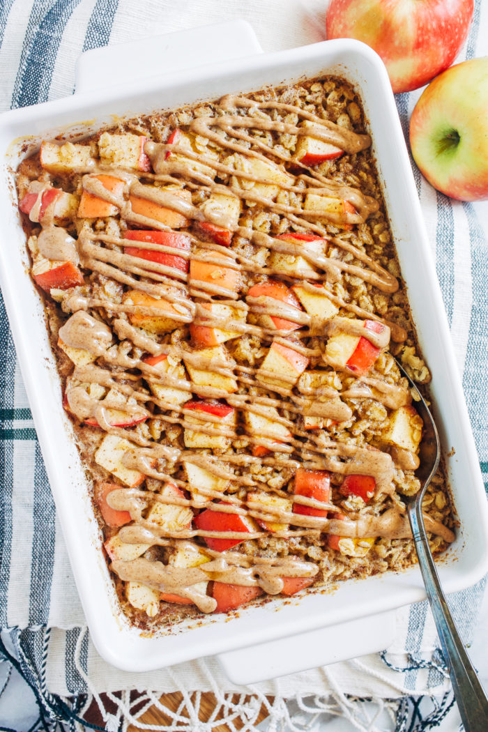 Baked Apple Cinnamon Oatmeal- Less than 10 ingredients + 10 minutes is all you need to prep this healthy baked oatmeal! (vegan + gluten-free options)