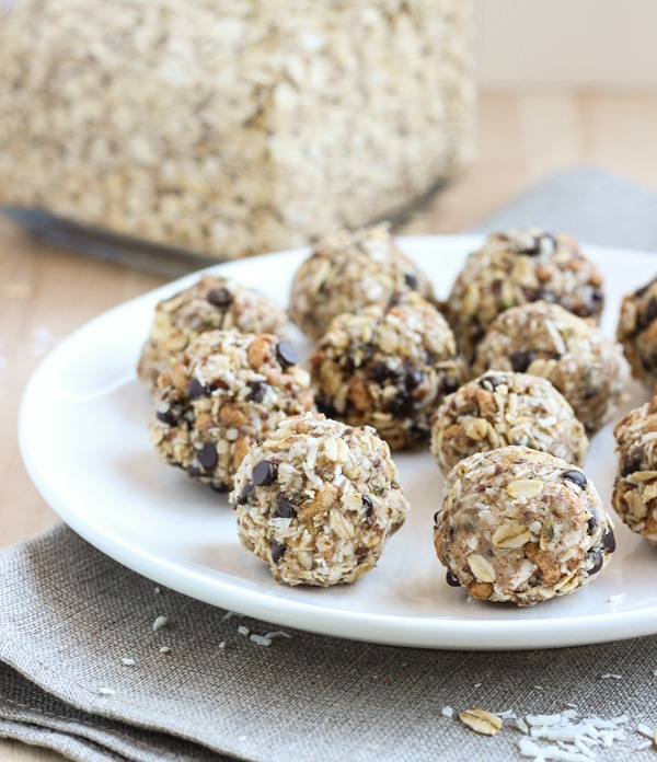 No-Bake Almond Joy Energy Bites- a super quick and easy snack bursting with chocolate and coconut flavor! (vegan and gluten-free)