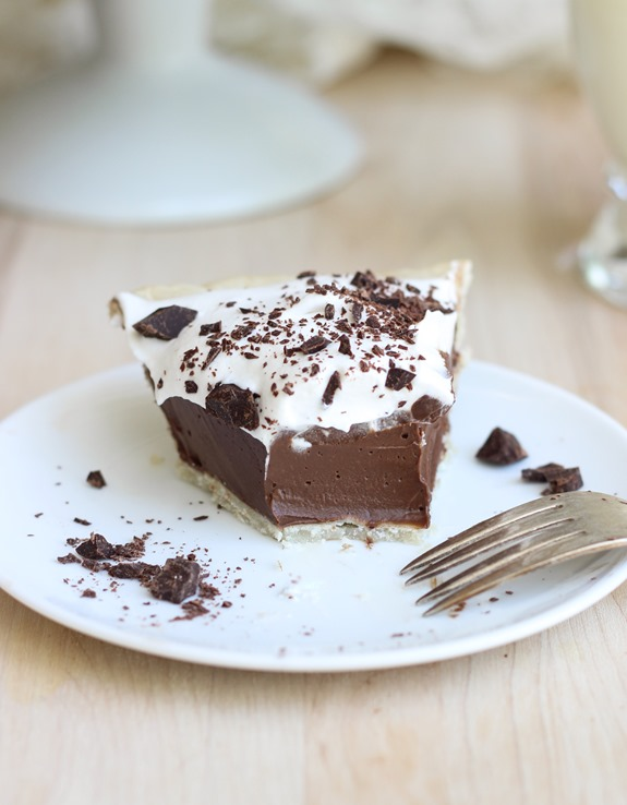 Vegan Silk Chocolate Pie- all you need is 6 ingredients to make this decadent soy-free and dairy-free chocolate pie!