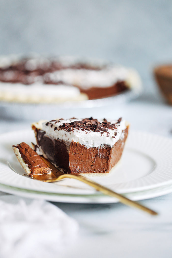 Vegan Silk Chocolate Pie- all you need is 7 ingredients to make this decadent chocolate pie! It's so silky and delicious, no one would ever guess it's dairy-free and soy-free!