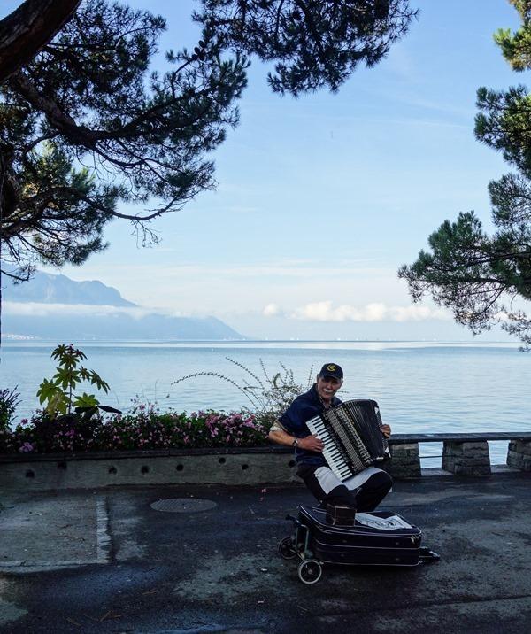Montreux-Promenade-_thumb8_thumb_thumb.jpg