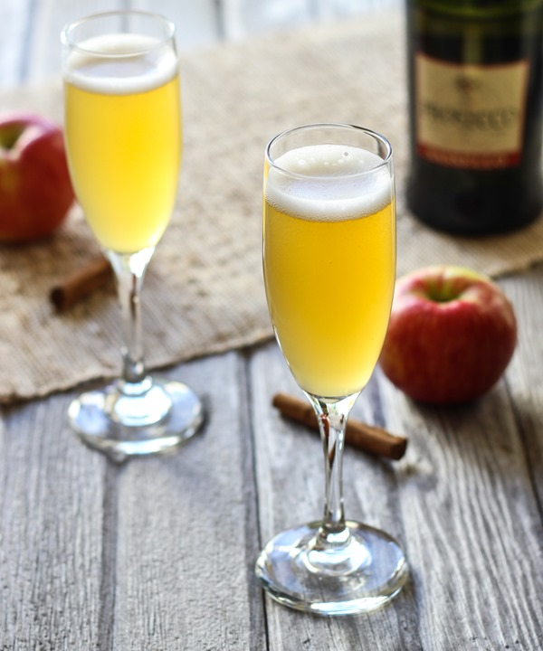 Spiced Apple Cider Spritzers- apple cider is simmered with cinnamon, clove, and ginger then served chilled with bubbly champagne. Easy to make and perfect for entertaining!