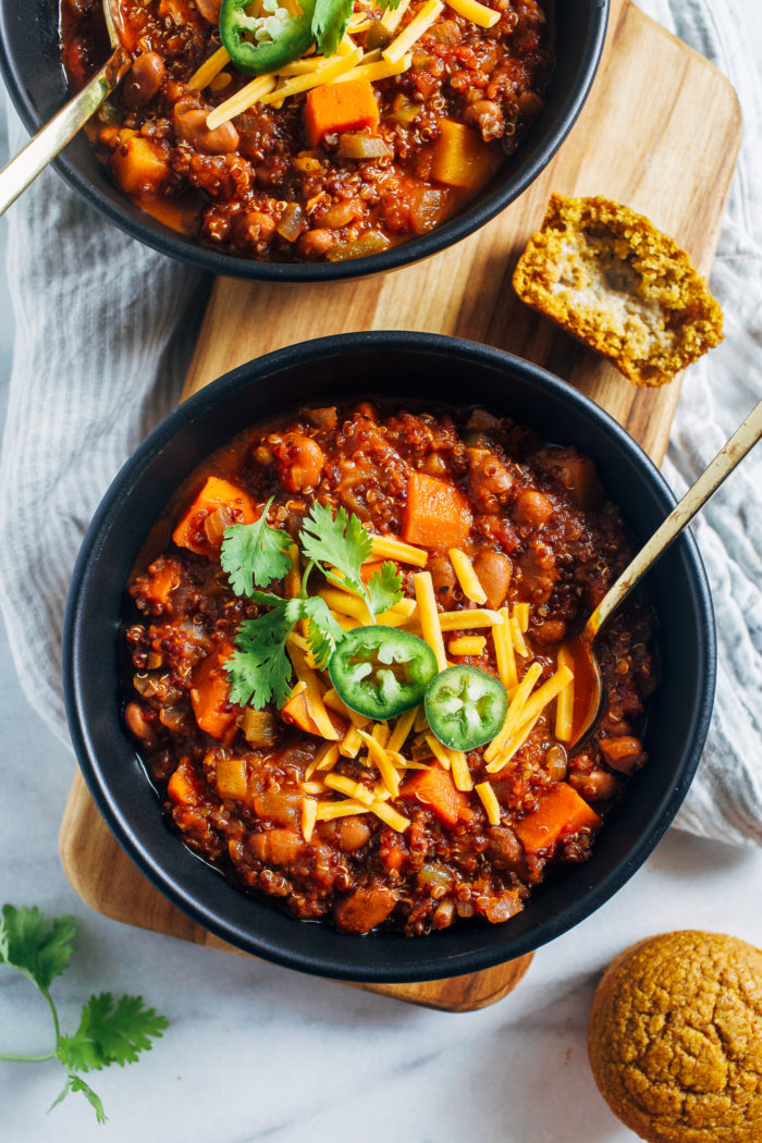 Butternut Squash Quinoa Chili- cooked in one pot, this hearty vegan chili is easy to make, nutritious and satisfying! (gluten-free)