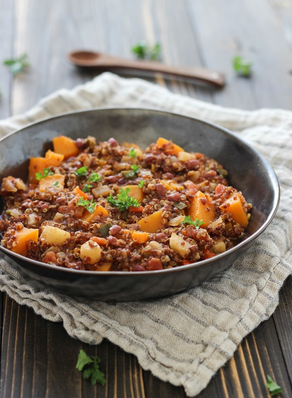 Smokey Butternut Squash Quinoa Chili: packed with lean protein and full of flavor, you can make it in a slow cooker or on the stove!  | Making Thyme for Health #vegan #glutenfree #chili