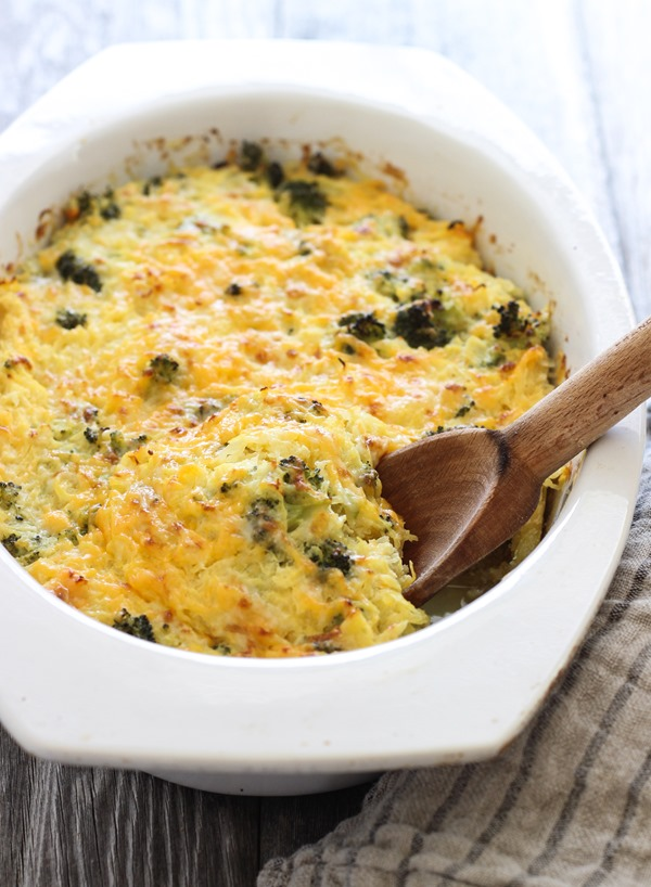 Broccoli Cheddar Spaghetti Squash Bake- a healthier alternative to macaroni and cheese! #lowcarb #grainfree