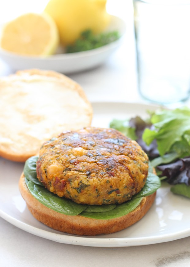Vegan Mediterranean Chickpea Burgers- bursting with flavor from sundried tomatoes, lemon and spinach! #plantprotein #cleaneating