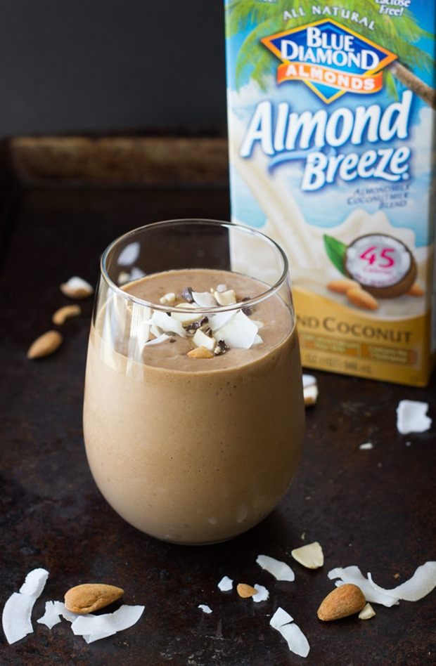 Superfood Almond Coconut & Chocolate Milkshakes- a decadent treat made with skin glowing ingredients! #vegan #cleaneating