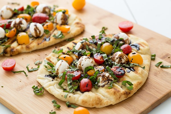grilled_caprese_naan_pizza_recipe_thumb.jpg
