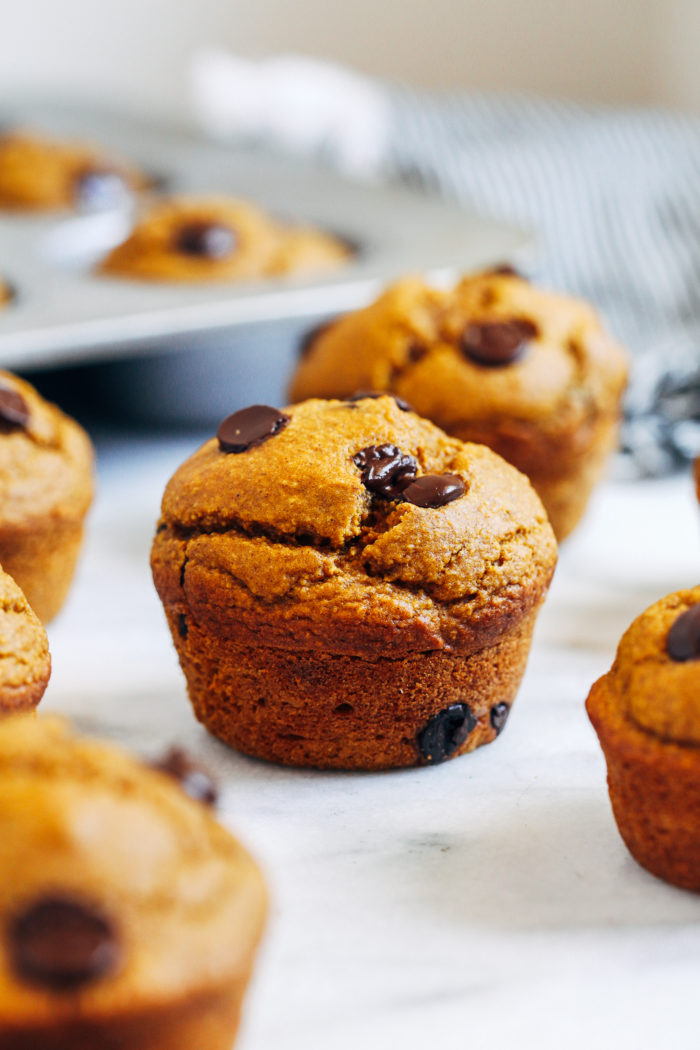 Healthy Flourless Pumpkin Muffins- moist, delicious, and super easy to make. No one will ever believe they're gluten-free, oil-free, dairy-free, and refined sugar-free!