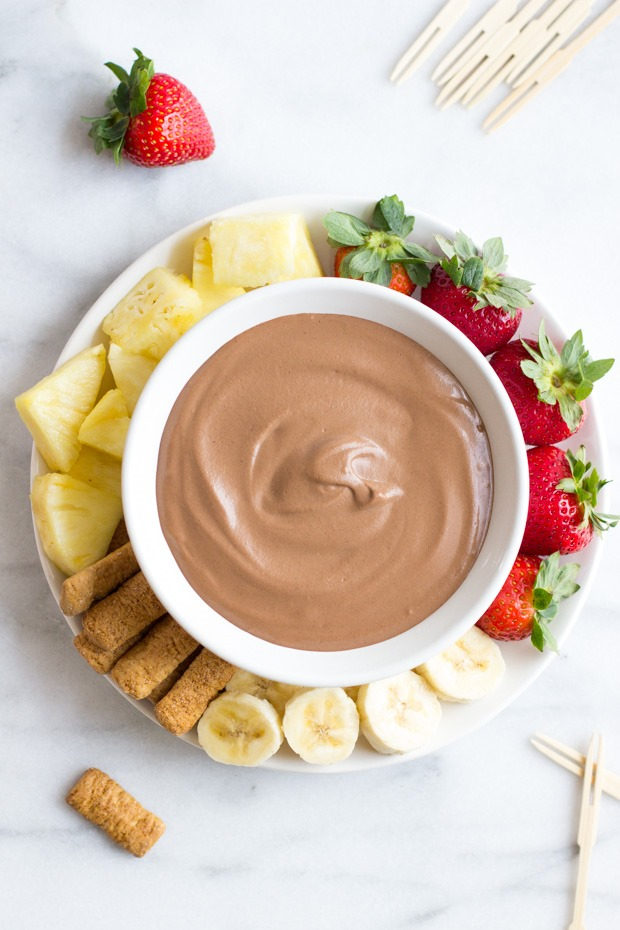 5 Minute Decadent Chocolate Fruit Dip- smooth as silk and dairy-free! #cleaneating #vegan #paleo