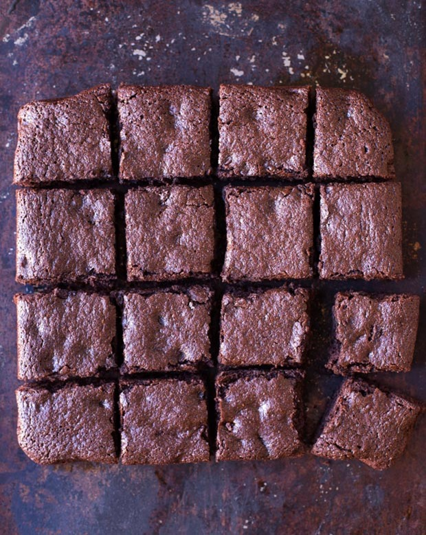 These Best-Ever Quinoa brownies are chewy, fudgy and decadent. They ...