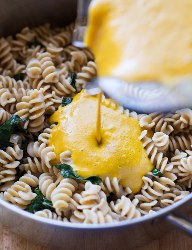 The Best Pumpkin Macaroni and 'Cheese'- so rich and creamy, you would know it's dairy-free! #healthy #vegan #cleaneating