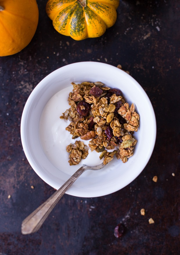 This Pumpkin Spice Granola tastes amazing and it makes your house smell incredible as it's baking! #refinedsugarfree