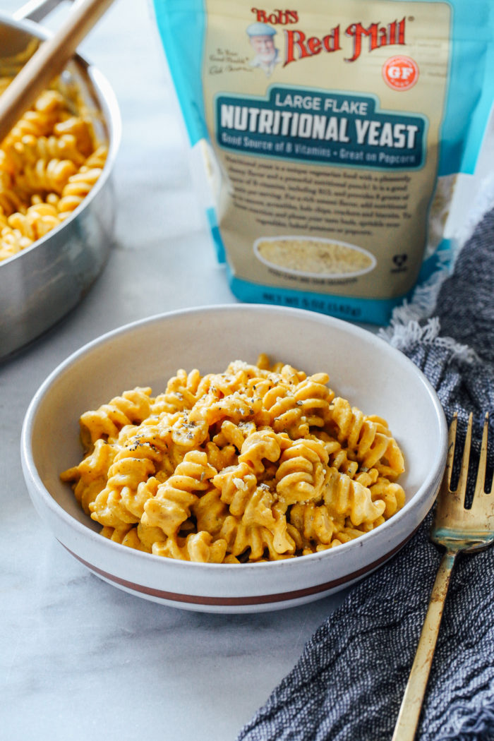The Best Pumpkin Macaroni and 'Cheese'- a super comforting meal that's perfect for fall. It's dairy-free and vegan, and it can easily be served with your favorite gluten-free pasta! #plantbased #vegan #comfortfood #easymeals #sponsored @BobsRedMill