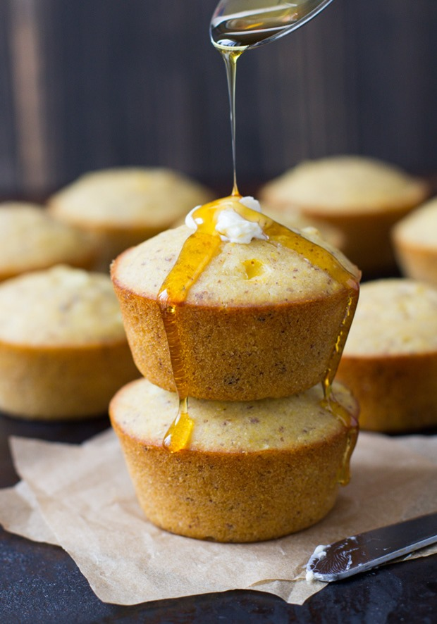 Vegan and Gluten-free Cornbread Muffins- naturally sweet and made without any starches or gums! #dairyfree #cleaneating