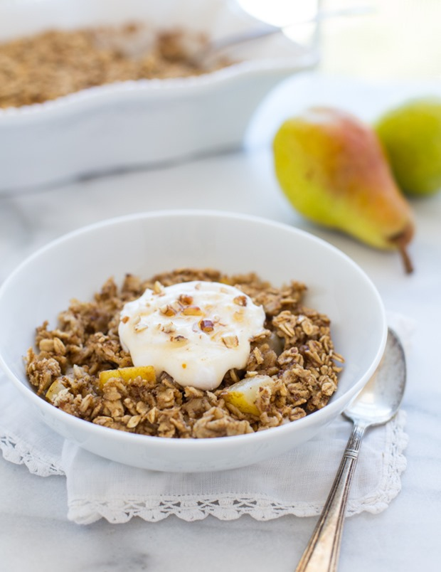 Baked Ginger Pear Oatmeal- you can prep it the night before and bake it in the morning for a warm, comforting and healthy breakfast that's vegan and gluten-free!