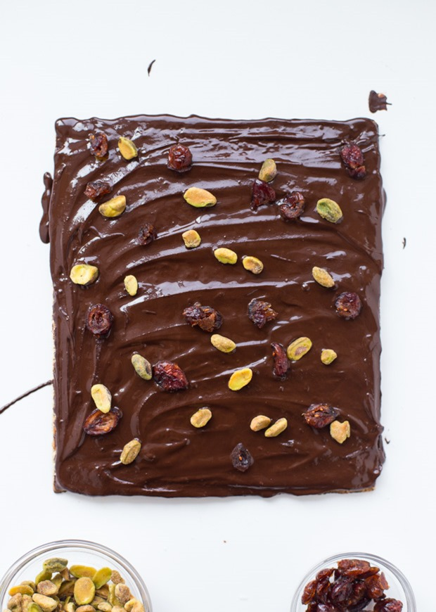 Matzo Bark- light and crispy matzo topped with salted date caramel and a thin layer of dark chocolate. So delicious and super easy to make! (vegan + gluten-free) #hanukkah