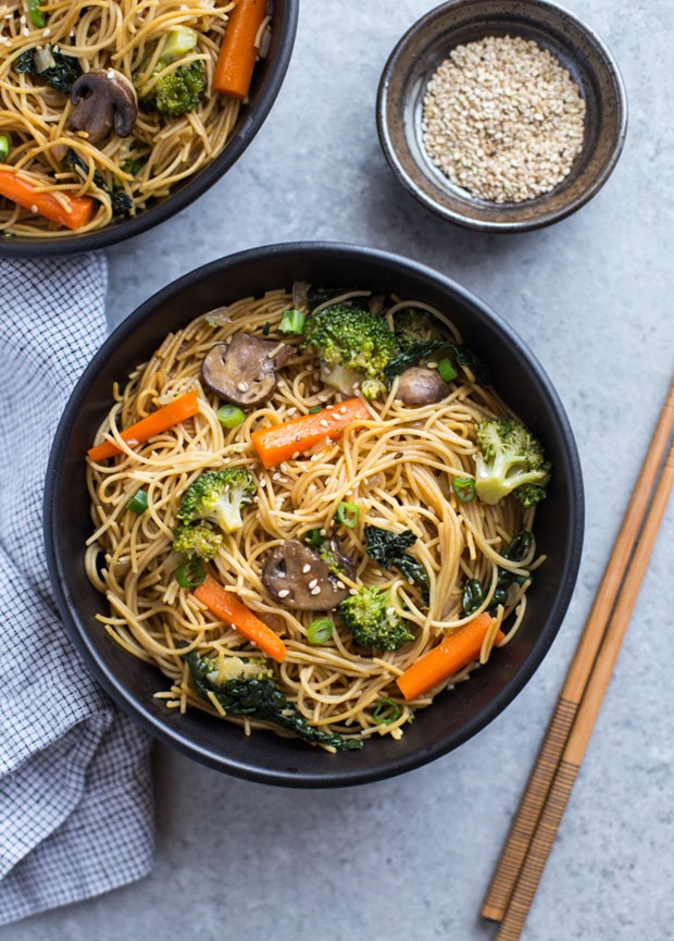 Easy Winter Vegetable Lo Mein- this is SO easy and packed full of healthy vegetables. It's less than 250 calories per serving!