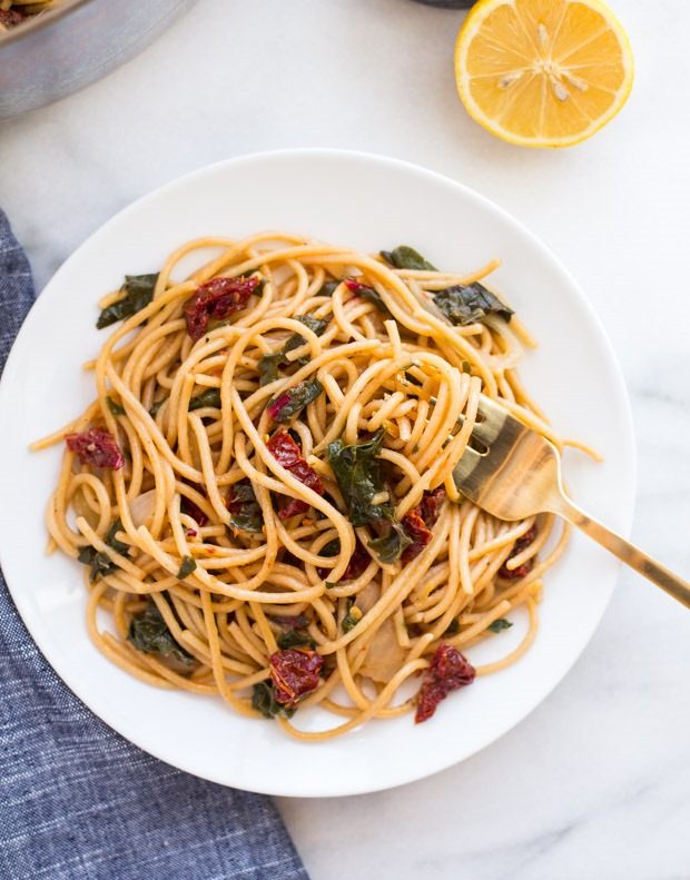 One Pot Lemon Pasta with Greens and Sundried Tomatoes- a quick and healthy meal that everyone will love!