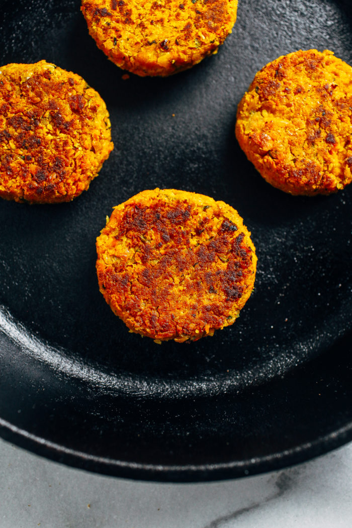 Curried Sweet Potato Chickpea Burgers- blended with turmeric, curry, and cumin, these veggie burgers perfect to prep ahead for quick and healthy meals! (plant-based, gluten-free)