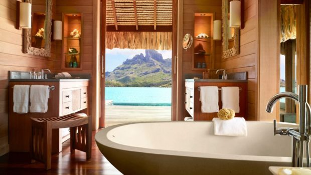 006109-04-bathtub-view-of-mountains