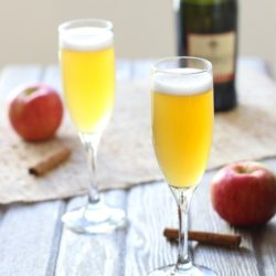 Spiced Apple Cider Spritzers: the perfect drink to celebrate fall! #thanksgiving #drinks