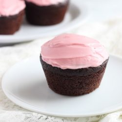 Best-Ever Chocolate Quinoa Cupcakes with Pink Frosting #glutenfree