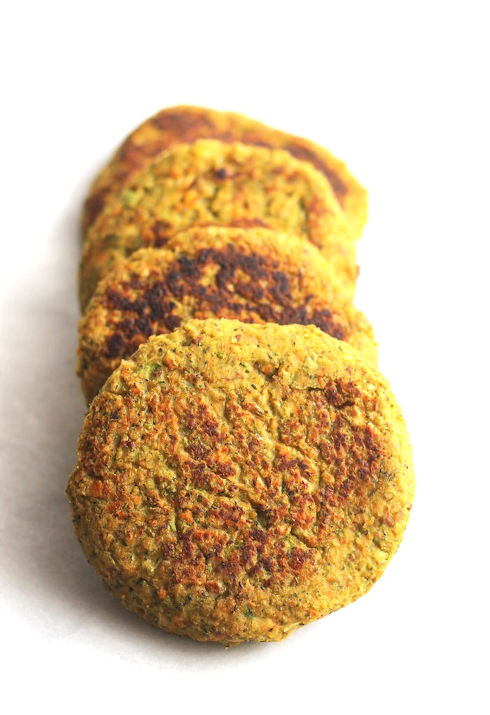 Vegan Broccoli Cheeze Chickpea Burgers from Hummusapien