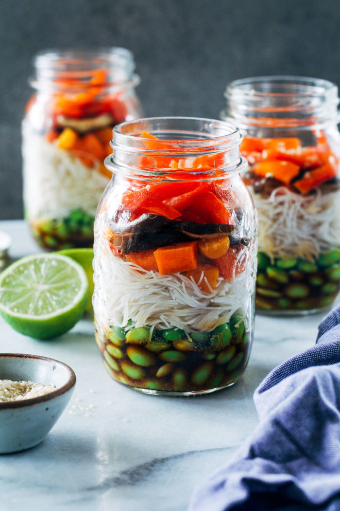 Sesame Stir Fry Noodle Jars- packed full of fresh veggies and comforting noodles, these jars are great to prep for healthy lunches! (vegan + gluten-free)