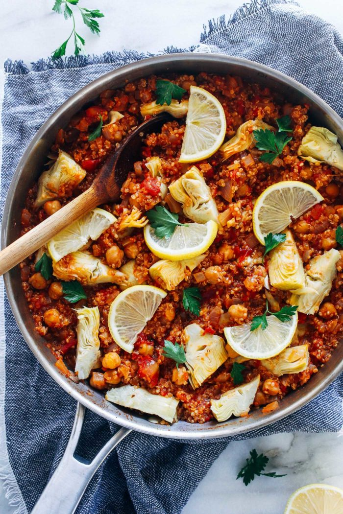 One-Pot Spanish Quinoa- a simple, yet flavorful meal that takes just 30 minutes to make! (vegan + gluten-free)