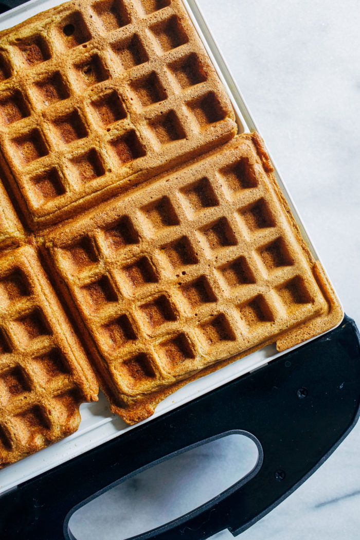 https://www.makingthymeforhealth.com/apple-cinnamon-oatmeal-waffles/