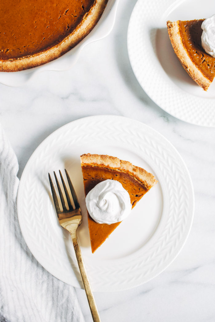 The Best Vegan Pumpkin Pie- all you need is 10 minutes to prep this incredible pumpkin pie. Whether you're serving it for vegans or omnivores, everyone is sure to love it! (plant-based, gluten-free)