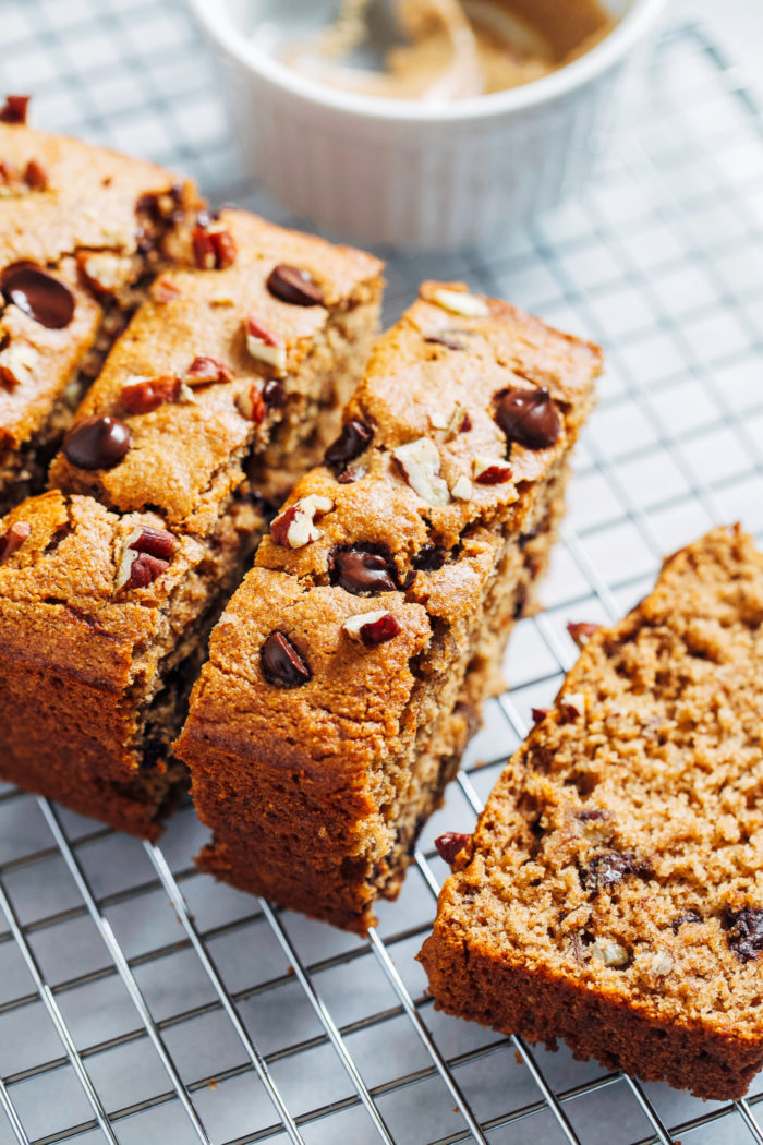 https://www.makingthymeforhealth.com/flourless-vegan-gluten-free-oatmeal-banana-bread/