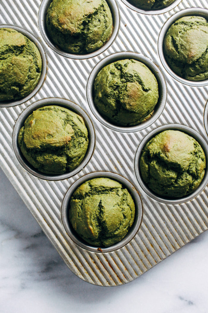 Vegan Spinach Blender Muffins- Naturally sweetened and made with whole grain oats, these delicious muffins are the perfect way to sneak in some green! (gluten-free + oil-free)