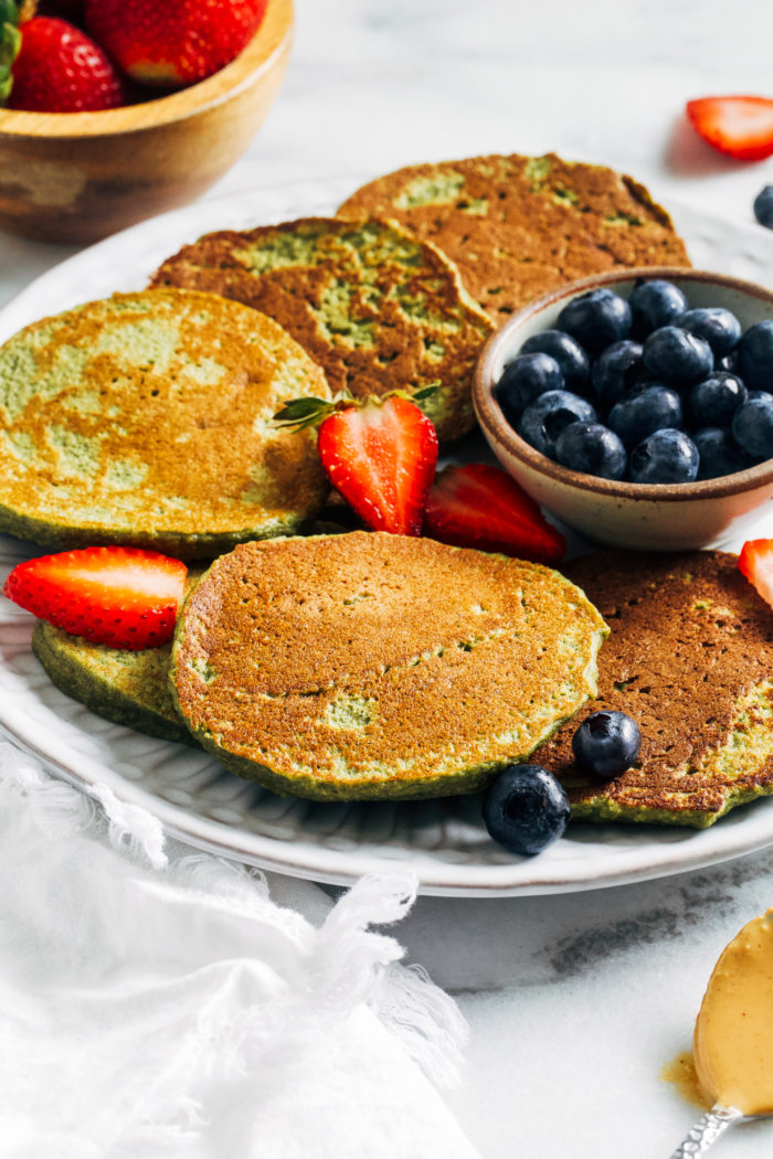 Super Green Baby Led Weaning Pancakes- packed full of nutrition (and greens!) these pancakes are the perfect option to serve for healthy breakfasts!