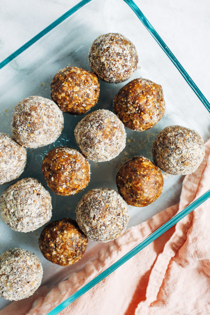 Superfood Fig Energy Bites- made with just 8 simple ingredients, these nutritious bites taste just like a Fig Newton but without the added sugar or refined flour. (vegan, gluten-free + kid-friendly!)